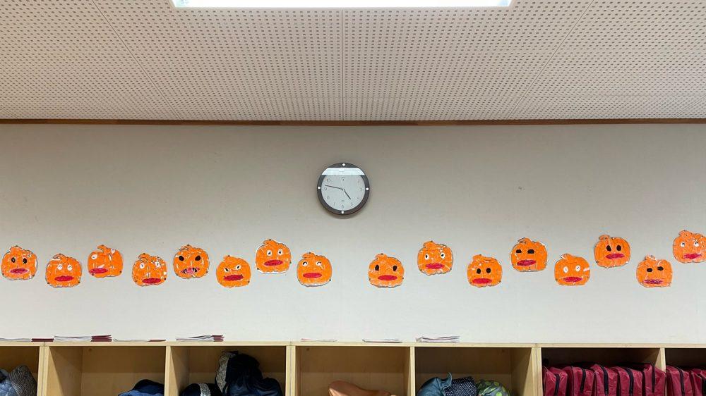 1年生の教室・ハロウィンに向けて